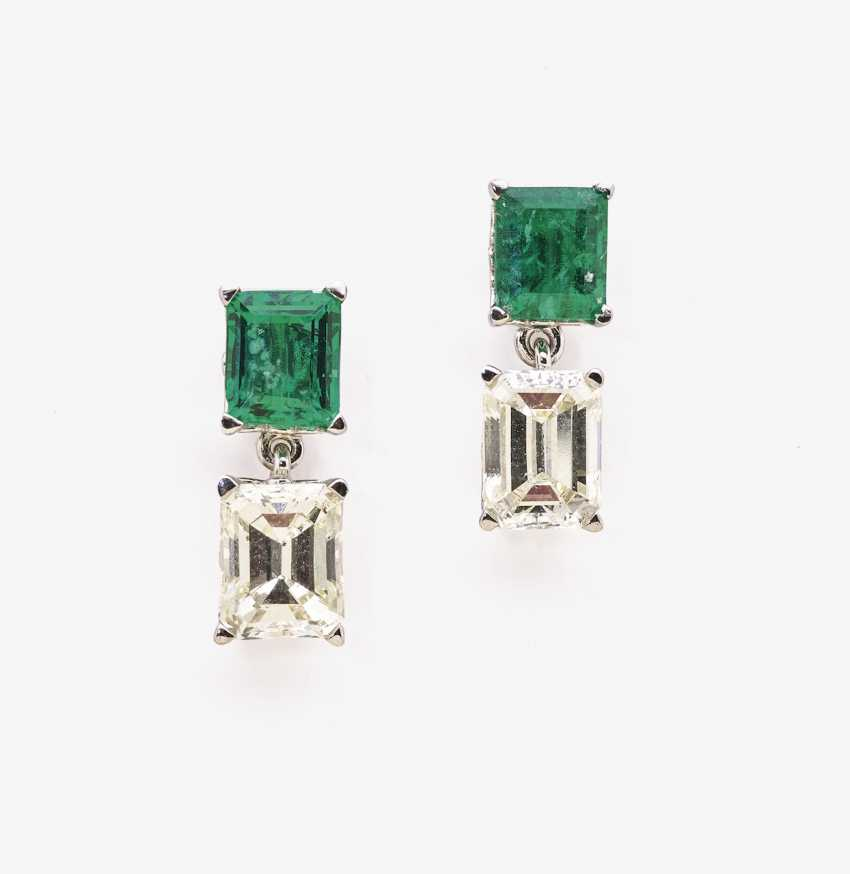Classic stud earrings with Colombian emeralds and diamonds - photo 1