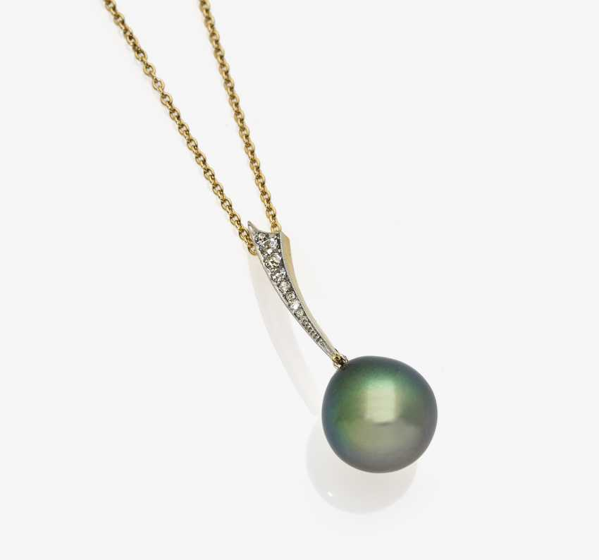 Necklace with Tahiti-cultured pearl and diamonds - photo 1