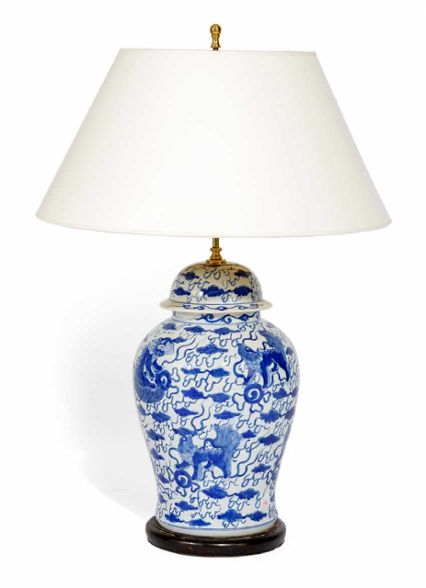 TABLE LAMP, CHIN. Vase on foot, - photo 1