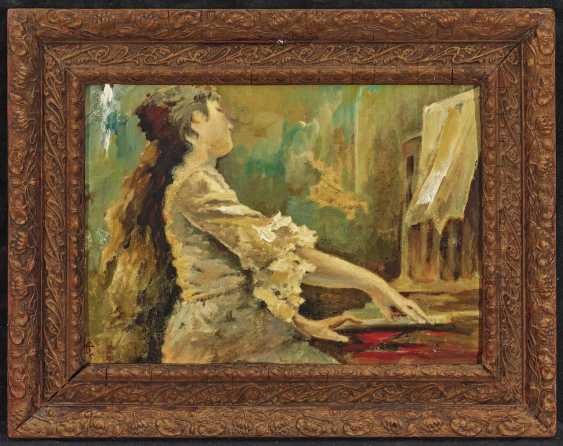 Young woman at the piano - photo 2