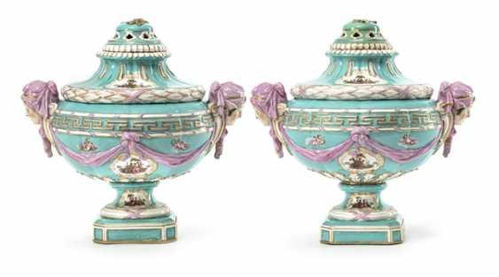 Pair of magnificent Potpourri vases - photo 1