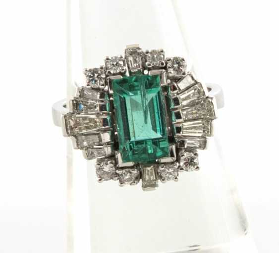 Beautiful Emerald And Diamond Ring - photo 1