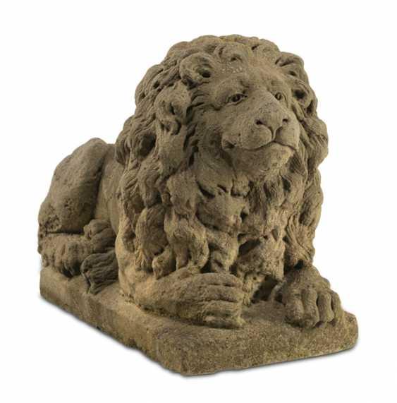 Reclining Lion - photo 1