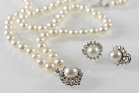 Cultured Pearls Necklace And Earrings, - photo 2
