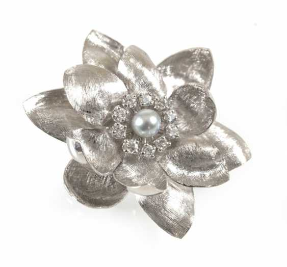 Brooch In Flower Shape, 750 Wg, - photo 1