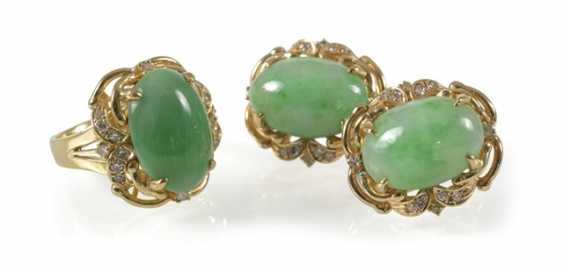 Jade And Diamond Ring And Earrings - photo 1