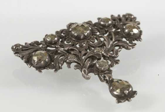 Brooch With Marcasite Trim, - photo 2