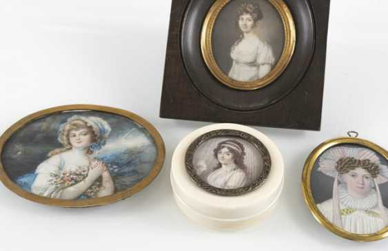 3 Miniatures, Boxes, Ladies - photo 3