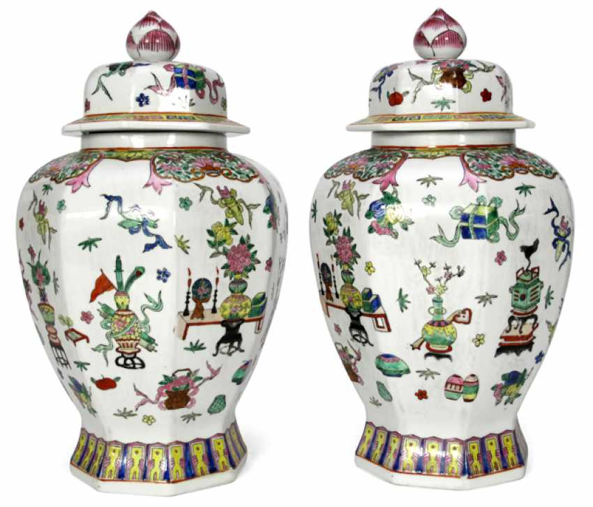 PAIR OF PORCELAIN LID VASES, - photo 1