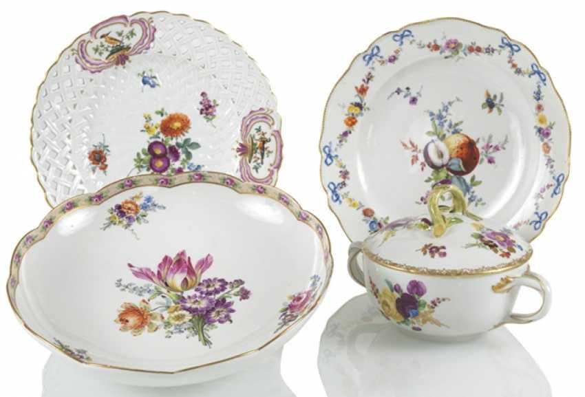 2 Plates, Bowl, Tureen - photo 1