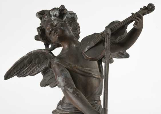 A Violin-Playing Angel - photo 4