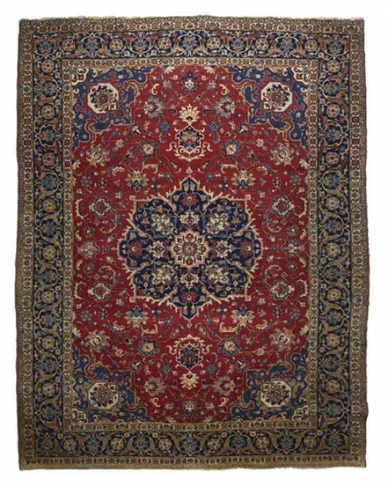 A Central Medallion Carpet, - photo 1