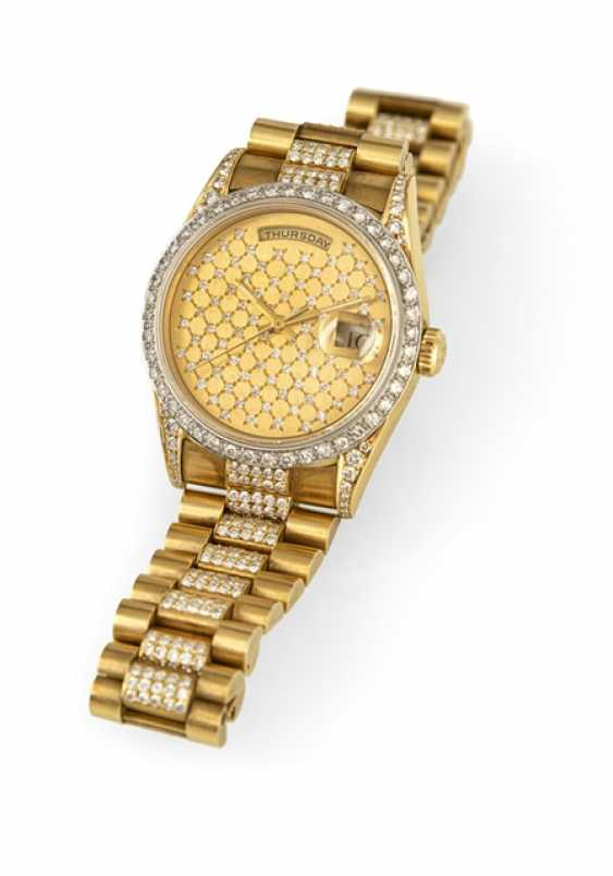 Fine 18 Kt automatic wristwatch with Aftermarket diamond trimming - photo 2