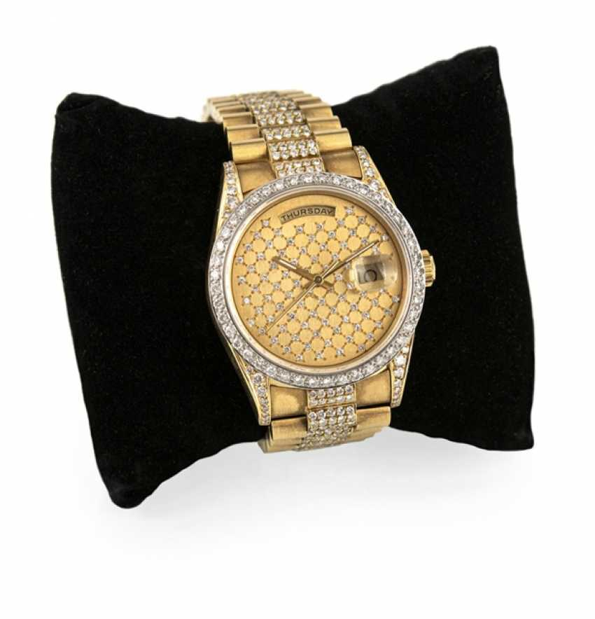 Fine 18 Kt automatic wristwatch with Aftermarket diamond trimming - photo 3