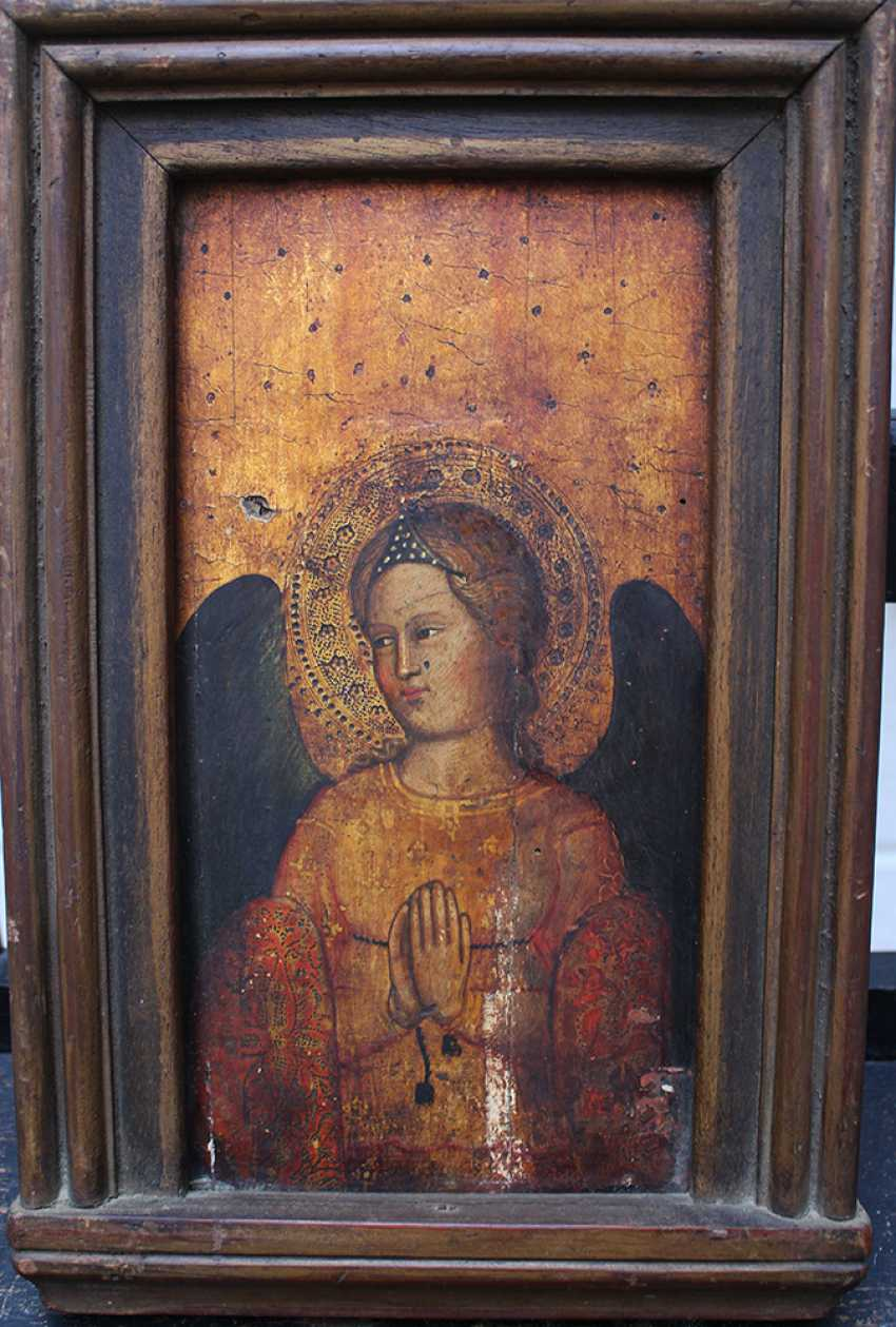 Giovanni Bonsi (active around 1370)-school, Gold-ground panel of a praying angel with halo and dark wings - photo 1