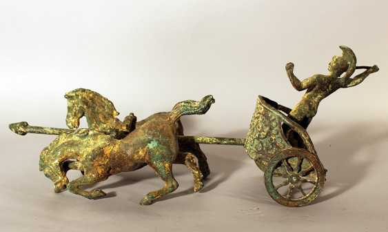 Roman chariot model with two horses and a warrior holding a spear, two wheels and decorations - photo 1