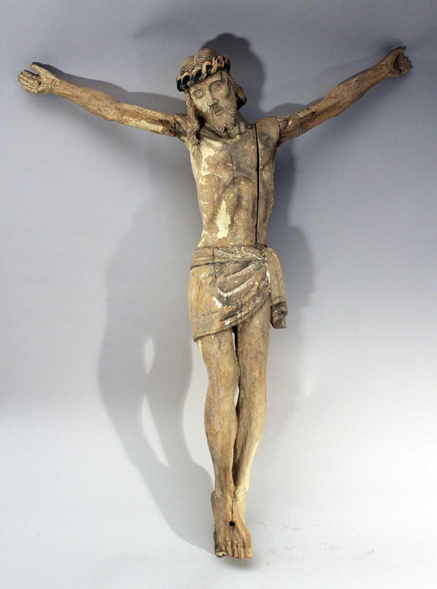 Wood carved Corpus Christ with folded serviette and naturalistic sculpted body, hairs - photo 1