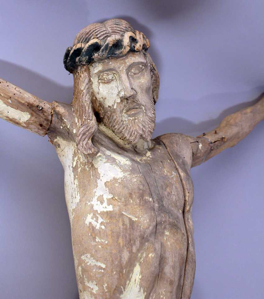 Wood carved Corpus Christ with folded serviette and naturalistic sculpted body, hairs - photo 2