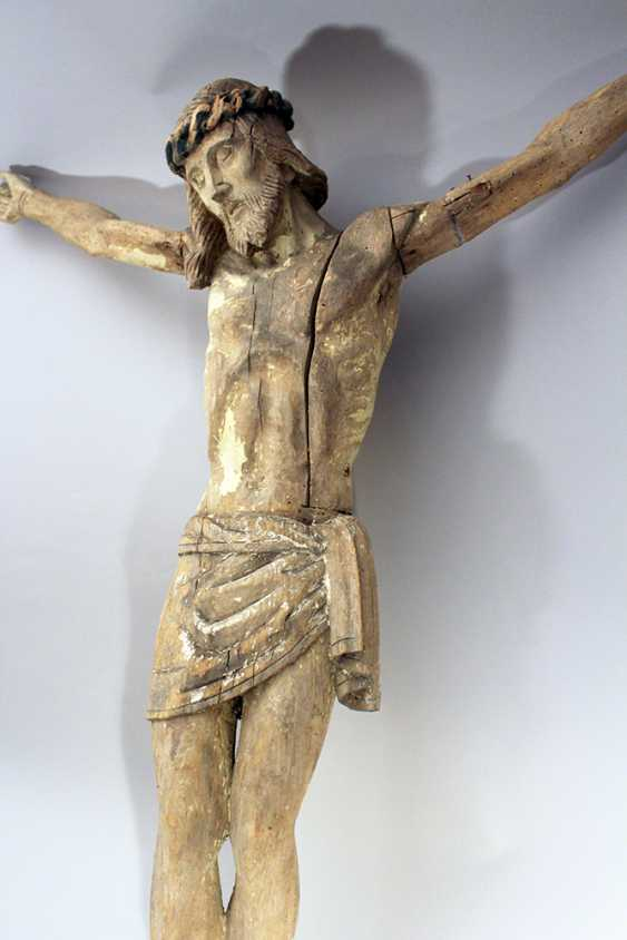 Wood carved Corpus Christ with folded serviette and naturalistic sculpted body, hairs - photo 3