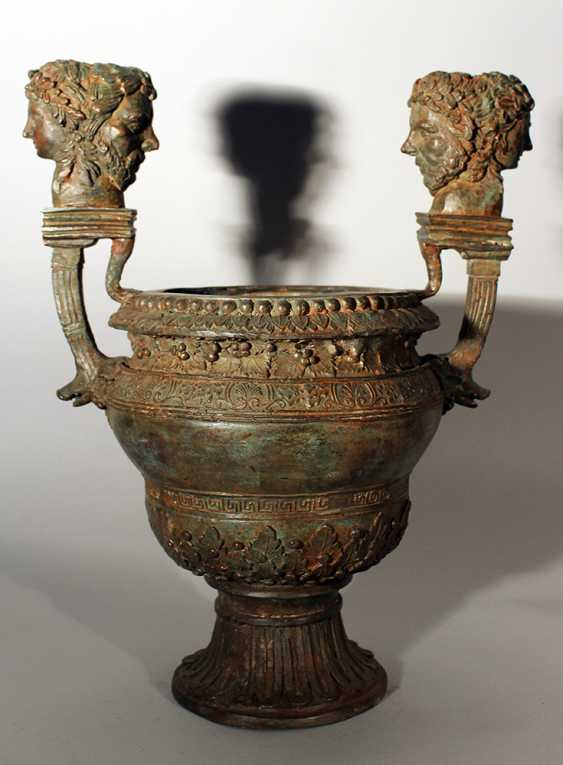Bronze vessel in ancient style, one shaped column foot with waved round body and wide opening - photo 1