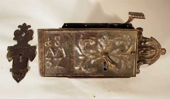 Large iron lock in rectangular shape, with pear shape ending and handgrip - photo 1
