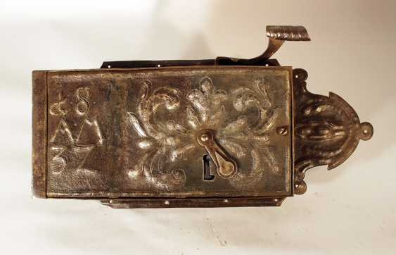 Large iron lock in rectangular shape, with pear shape ending and handgrip - photo 2
