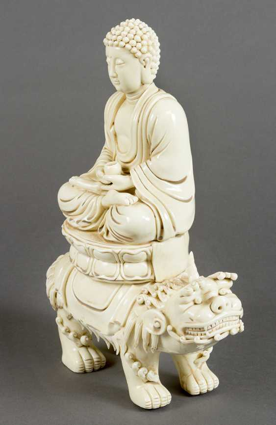 Blanc-de-Chine porcelain sculpture of Buddha sitting in lotus shaped seat, with a pot for the poor, on a fantastic animal - photo 2