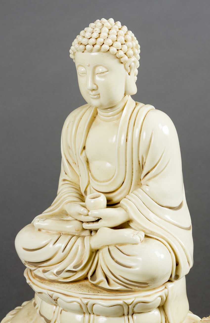Blanc-de-Chine porcelain sculpture of Buddha sitting in lotus shaped seat, with a pot for the poor, on a fantastic animal - photo 3