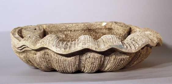 Shell shaped wall fountain basin with two scrolls - photo 1