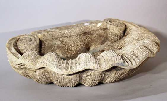 Shell shaped wall fountain basin with two scrolls - photo 2