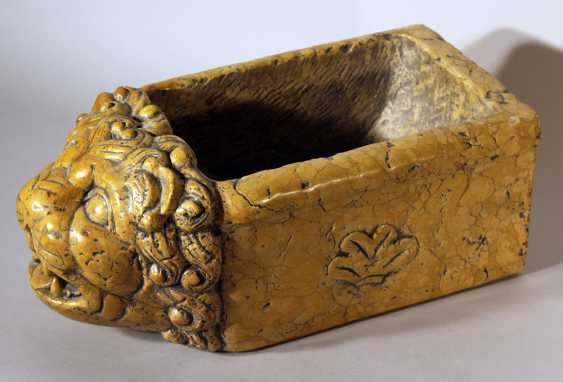 Italian water basin in rectangular shape with lion head with open mouth in naturalistic manner - photo 2
