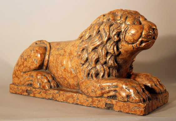Italian rosso verona stone lion in sitting position, sculpted in naturalistic shape with some drill holes and claws in the front - photo 1