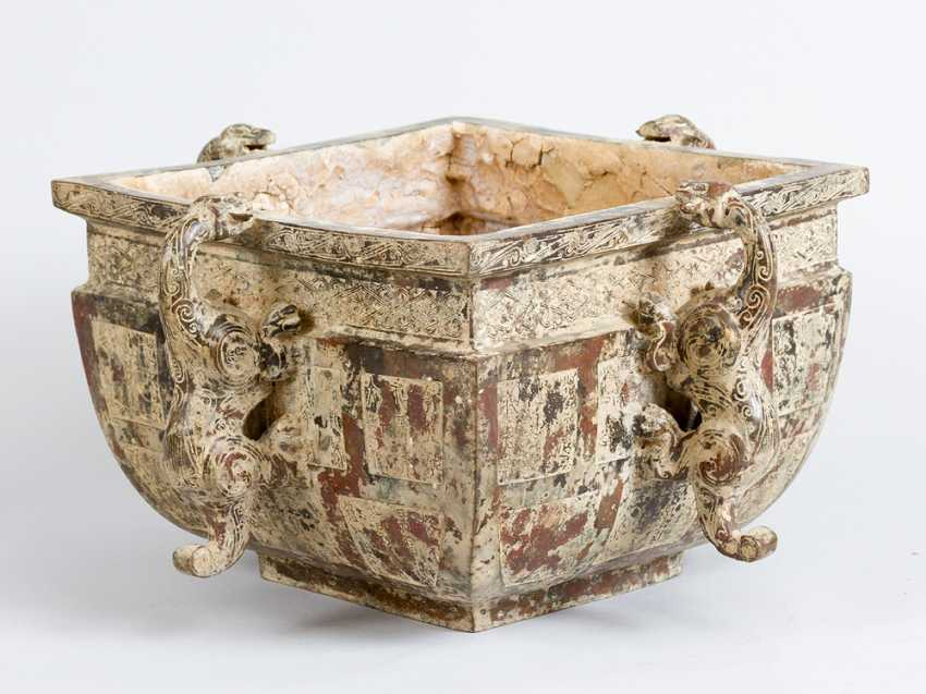 Archaic Chinese bronze bowl in quadratic shape with bowed sides and four hand grips in shape of dragons - photo 2