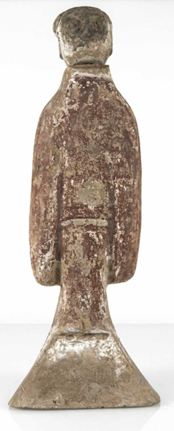 Standing lady-in-waiting from Earthenware with traces of cold paint - photo 3