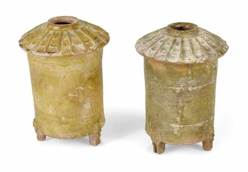 Two grünich glazed grain storage of crockery - photo 1