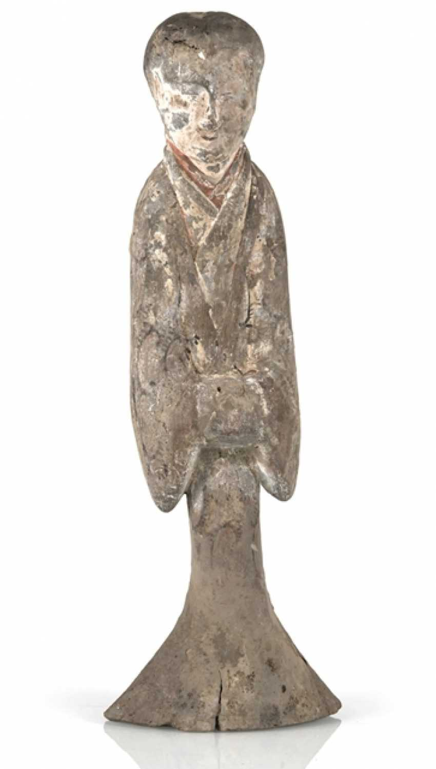 Figure of a standing lady-in-waiting from gray Earthenware with traces of paint - photo 1