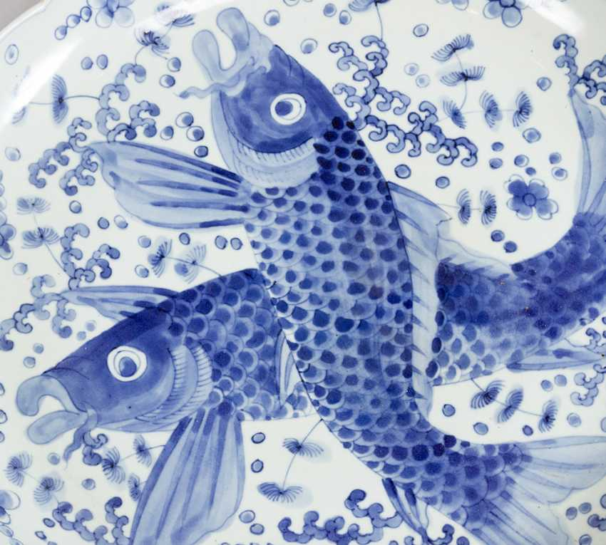 Japanese porcelain dish with blue painted fishers and decorations on white ground, glazed - photo 2