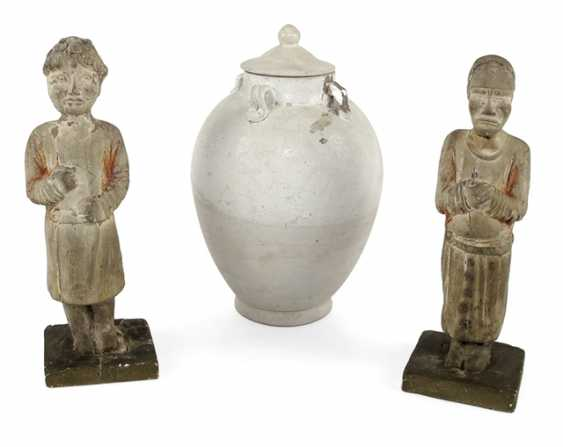 Two standing figures and a lid, urn, made of ceramic - photo 1
