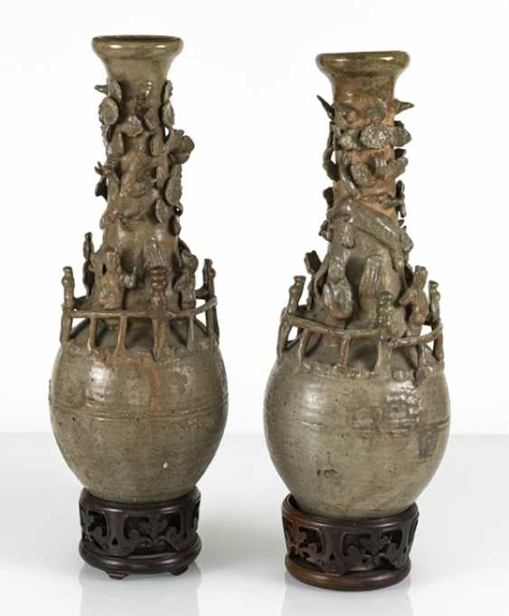 Pair of urn vases with modelled figures and a dragon, celadon colors glazed - photo 2