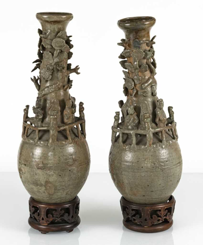 Pair of urn vases with modelled figures and a dragon, celadon colors glazed - photo 3