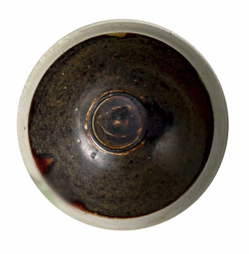 Cizhou bowl with brown glaze and cream-coloured edge - photo 1