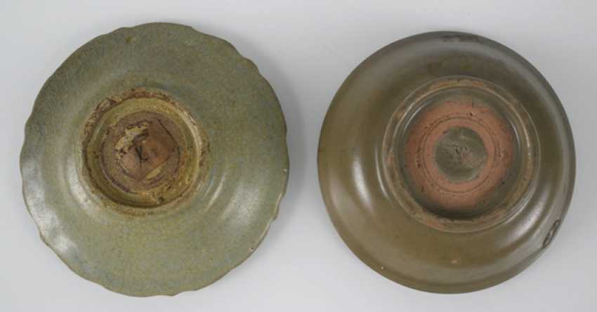 Two small celadon bowls, one in the form of flowers - photo 2