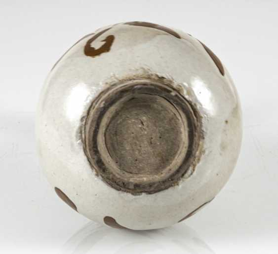 A fine Cizhou-Vase of stoneware with a persimmon-colored decor of floral motifs - photo 5