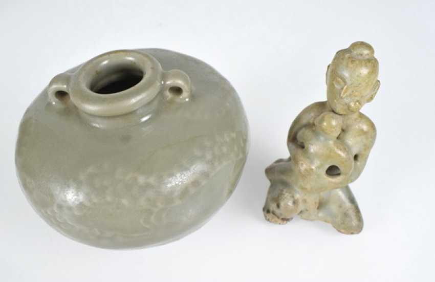 Two small bowls, a Ösentopf and a figure with celadon glaze - photo 2