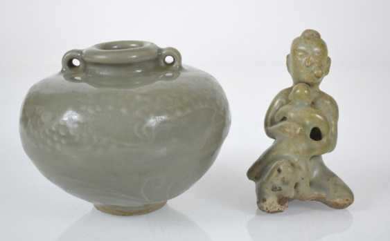 Two small bowls, a Ösentopf and a figure with celadon glaze - photo 5