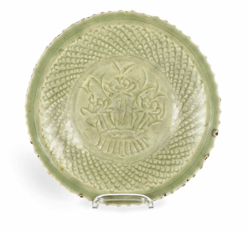 Celadon dish with decor of a Lotus in the mirror - photo 1