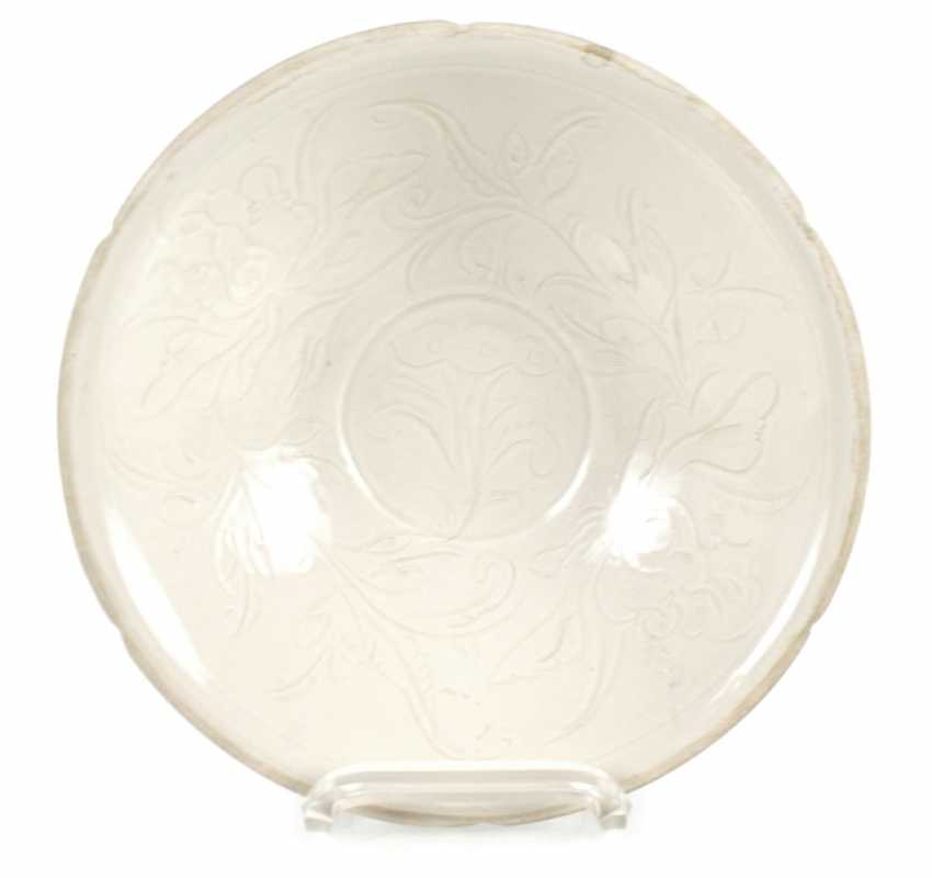 White shell in the style of Ding Ware with floral decoration in low Relief - photo 1