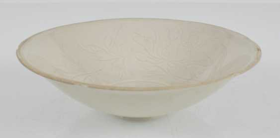 White shell in the style of Ding Ware with floral decoration in low Relief - photo 2