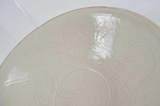 White shell in the style of Ding Ware with floral decoration in low Relief - photo 3