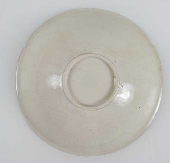 White shell in the style of Ding Ware with floral decoration in low Relief - photo 4